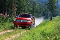15-tundra-driving